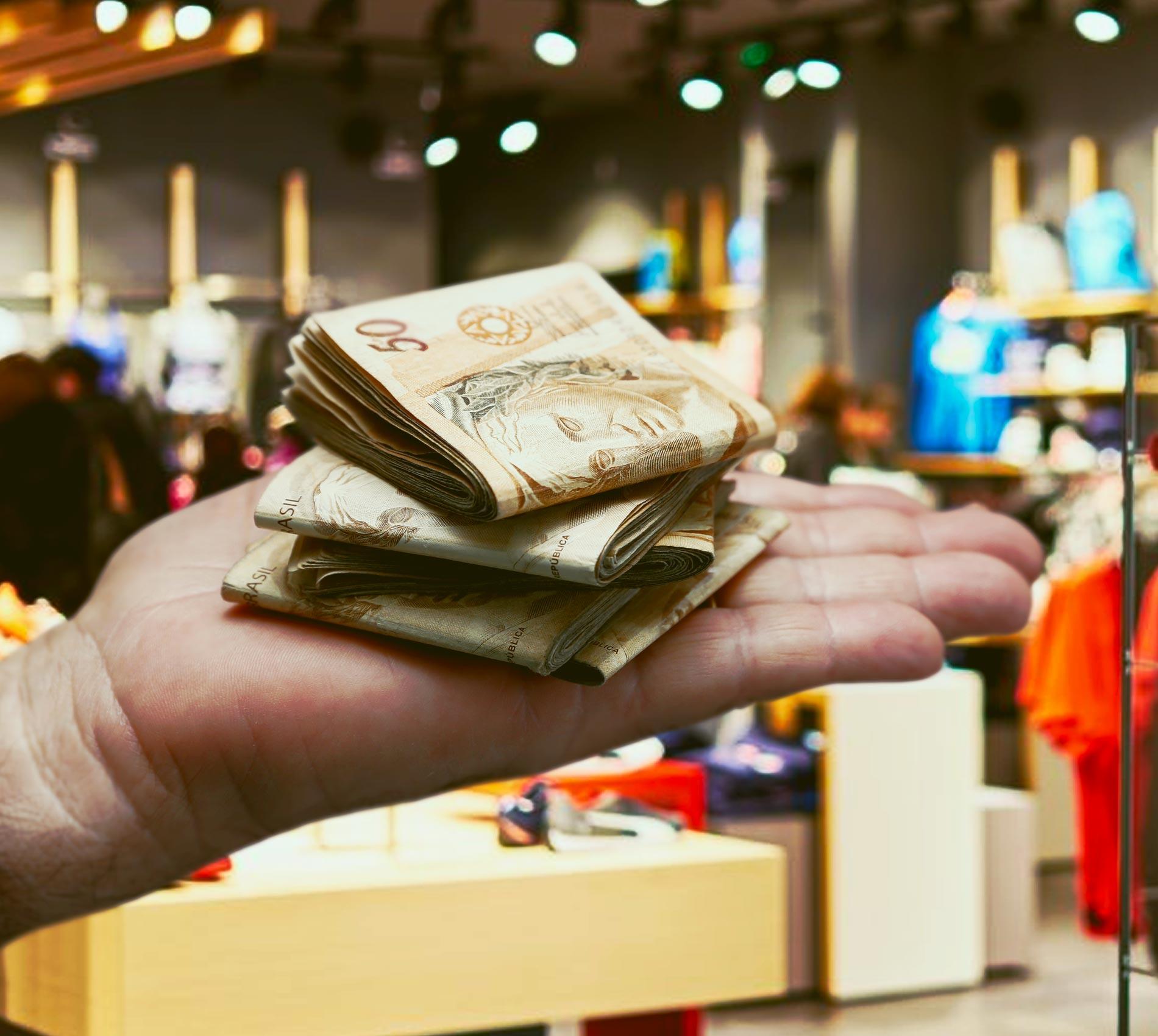 Dinheiro é o principal método de pagamento para mais de 70% dos brasileiros